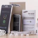 Der Lieferumfang des Galaxy Alpha im Überblick: Kopfhörer, Akku, Kurzanleitung, Datenkabel und Netzstecker. (Bild: netzwelt)