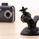 Auch bei der CarDVR-200 Wifi findet Rollei eine gute Lösung um die Dashcam auszurichten. Der Kugelkopf ist äußerste flexibel.
