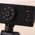 Die Gembird Dcam-006 besitzt als einzige Dashcam im Test eine zweite Kamera um auch zur Seite zu blicken.