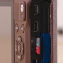 Alles Micro: HDMI, USB und Speicherkarte - Samsung setzt auf Mobiltelefontechnik. Sogar der Akku wird neben der NX mini im Samsung Galaxy S4 eingesetzt.