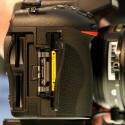 Sowohl SD-, als auch Micro-SD-Karten passen in die Kartenschächte der Nikon D750.