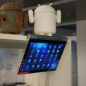 Das Lenovo Yoga Tablet 2 Pro hat sogar einen eingebauten Beamer und lässt sich dank einer Stütze flexibel befestigen.