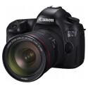 Die Canon EOS 5DS R und die EOS 5DS sind eineiige Zwillinge. Die Modelle unterscheiden sich durch das rote R im Namen, das darauf hinweist, dass Canon auf einen Tiefpassfilter vor dem Sensor verzichtet.