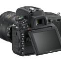 Erstmals verbaut Nikon ein klappbares Display in einer Vollformat-DSLR. Der Monitor der D750 besitzt eine Displaydiagonale von acht Zentimetern (3,2 Zoll) und kann um 90 Grad nach oben und 75 Grad nach unten geklappt werden.
