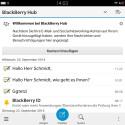 Die sogenannte Action Bar hebt in jeder App die am häufigsten verwendeten Funktionen hervor. Beim Mail schreiben etwa die Möglichkeit Dateien anzuhängen. (Bild: Screenshot BlackBerry Passport)