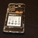 Unter dem Cover versteckt das Saygus V2 nicht nur seine 3.100-Milliamperestunden-Batterie, sondern auch zwei microSD-Kartenslots.