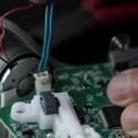 Mit nur zwei Kabeln verbinden die Entwickler einen Controller mit der Sammelmaschine. (Bild: Kickstarter Brand & Grotesque)