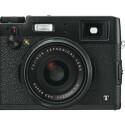 Die X100T besitzt einen großen APS-C-Sensor mit einer Auflösung von 16,3 Millionen Pixel. Das Kameragehäuse wird in Silber und Schwarz auf den Markt kommen.