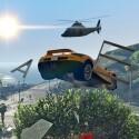 Hubschrauber und Autosprung: Gewohnte Action in GTA Online. (Bild: Rockstar)