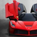 Die Flügeltüren des LaFerrari erinnern ein wenig an Lamborghinis. (Bild: Ferrari)