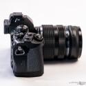 Die OM-D E-M1 erinnert bis auf den Kameragriff an die analoge OM-Serie von Olympus. (Bild: Marcel Ruhnau/System-Photography.com)
