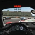 Neben einer normalen Cockpitperspektive gibt es auch eine aus dem Fahrerhelm heraus.