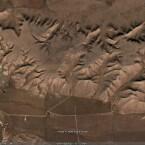 Der kopf eines Indianers in natürlich gewachsenem Fels abgebildet