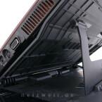 Durch die erhöhte Position fällt der Blick im richtigen Winkel auf das Notebook-Display und verhindert das übermäßige Verbiegen von Hals und Wirbelsäule.