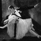 Der Hollywoodstar Fred Astaire - im Bild mit seiner Schwester Adele - gilt als einer der elegantesten Tänzer aller Zeiten. Der Amerikaner tanzt nicht, er schwebt über das Parkett. <b>Royal Wedding</b> ist zwar nicht der beste Astaire-Film, Musical-Fans können den Film trotzdem sowohl kostenlos als auch bedenkenlos herunterladen. (<a href=http://www.archive.org/details/royal_wedding target=blank>Download</a>)