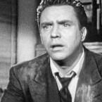 Auch spannend bis zum Schluss: Ein Unbekannter verabreicht Frank Bigelow ein langsam wirkendes Gift. Der hat wenige Stunden Zeit, seinen eigenen Mörder zu finden. <b>D.O.A.</b> ist klassischer Hollywood-Thriller, der 1988 mit Dennis Quaid und Meg Ryan in den Hauptrollen neu verfilmt wurde. (<a href=http://www.archive.org/details/doa_1949 target=blank>Download</a>)