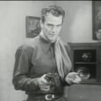 Nie ohne Revolver: Kein Schauspieler ist wohl so untrennbar mit dem Western-Genre verbunden wie John Wayne. Einer seiner älteren Streifen aus dem Jahr 1935 ist <b>Texas Terror</b>. In Deutschland wurde der Film unter dem Titel <b>Abenteuer in Texas</b> veröffentlicht. (<a href=http://www.archive.org/details/texas_terror_1935 target=blank>Download</a>)