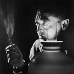 Ebenfalls als Bösewicht stand Peter Lorre 1934 für <b>Der Mann, der zuviel wusste</b> vor der Kamera, bei dem kein geringer als Alfred Hitchcock Regie führte. 1956 filmte der Meister des Suspense ein Remake des Filmes mit James Stewart und Doris Day in den Hauptrollen. (<a href=http://www.archive.org/details/AHTheManWhoKnewTooMuch1934 target=blank>Download</a>)