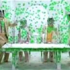 In <b>Green</b> erfreut sich ein Rentner-Quartett an einem heftigen Paintball-Beschuss. (<a href=http://video.google.de/videoplay?docid=5555307169563897475 target=blank>Ansehen</a>)