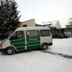 Ende Razzia Nummer 1: Grüne Minna verlässt Bürogelände