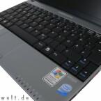 Die Tastatur nützt jeden Millimeter Gehäusebreite aus.