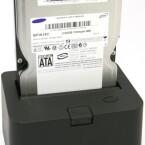 Praktisch: Einfach die Festplatte in die Dockingstation stecken und Daten auslesen.