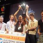 Die Counter-Strike Gewinner 2003. Drei Jahre später ist das Preisgeld 14.000 Dollar höher.