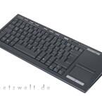 In Sachen Optik und Verarbeitung fällt das etwas schmucklose Keyboard neben dem Hauptdarsteller merklich ab. Dafür arbeiten Tasten und Touchpad einwandfrei. Bei der Tastatur-Bedienung mit beiden Händen erweist sich der Mausersatz aber nicht als optimale Lösung.
