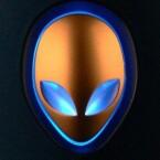 """Die Systembeleuchtung, hier im Farbton \""""Astral Blue\"""", macht auch in verdunkelter LAN-Atmosphäre optisch einiges her."""