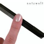 Mit den Maßen 10,2 x 5,1 x 1,1 Zentimetern und einem Gewicht von 110 Gramm passt das HTC Touch Diamond noch in die Hosentasche.