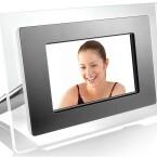 Display: 8 Zoll / Auflösung: 800 x 480 Pixel / Bildschirmformat: 16:9 / Audioformate: MP3, WMA / Videoformate: MPEG1, MPEG2, MPEG4, DivX, XviD / interner Speicher: 16 MB / Speicherkarte: CF, MS, MMC, SD / USB-Port / integrierter Lautsprecher / Abmessungen: 270 x 30 x 191 mm / Gewicht: 800 g