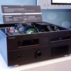 Im kleineren HD160, das ab etwa 250 Euro erhältlich ist, steckt ein zweizweiliges Display, das mittels Software wichtige Informationen ausgibt.