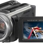 Eine Festplatte ist in diesen Camcorder eingebaut und einen Steckplatz für mircoSD-Karten besitzt er auch. Der CMOS-Sensor bietet eine Auflösgun von effektiv 1,35 Megapixel im Videomodus. Damit liefert er Bilder in Full-HD.