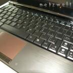 Eine Tastatur, so groß das man auf ihr tippen kann.