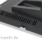 Alle Anschlüsse liegen gut geschützt, nur der USB-Port nicht. Das erleichtert zwar das kurzfristige Anstöpseln eines Speichersticks, in den meisten Fällen wird dürfte aber ein Drucker oder ein dauerhaft installiertes USB-Medium zum Einsatz kommen.