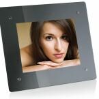 Display: 15 Zoll / Auflösung: 1.024 x 768 Pixel / Bildschirmformat: 4:3 / interner Speicher: 1 GB / Helligkeit: 350 cd/m² / Kontrastverhältnis: 400:1 / Speicherkarten: CF, SD, MMC, MS, xD / USB-Port / integrierte Uhr / Kalender-Funktion / Diashow /Größe: 457 x 384 x 58 mm / Gewicht: 4 kg