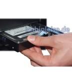 Die Serienausstattung umfasst unter anderem eine große 500-Gigabyte-Festplatte von Samsung sowie wahlweise einen TV-Empfänger für DVB-T, DVB-S oder analoges Fernsehen.