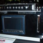 Auf dem motorbetriebenen Deckel die Soundkarte von Creative, dasunter ein sieben Zoll großer TFT.
