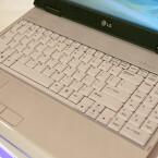 Ein Argument, das besonders Vielschreiber überzeugen und den Mitbewerbern den ein oder anderen Kunden streitig machen könnte. Dennoch blieb genügend Platz für eine ausgewachsenes Keyboard mit großen Standardtasten.