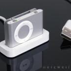 Die Verbindung zum Windows- oder Mac-Rechner ist ziemlich ungewöhnlich. Daten und Strom fließen beim Shuffle über den Kopfhörereingang.