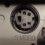 Dieser Anschluss gibt ein hochwertiges analoges Signal zum Fernseher aus