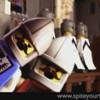 Viel kürzer aber auch viel professioneller ist die Adaption des Monty-Python-Klassikers <a href=http://www.brickfilms.com/films/966 target=blank>Die Ritter der Kokosnuss</a> von Spite Your Face.