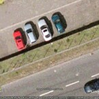 Selbst die Schiebedächer der Autos sind deutlich zu sehen.