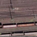 Sogar die Oberleitungen der Züge sind ganz fein zu sehen.