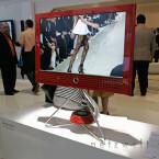 Auf dem Bildschirm präsentierten Models neuste Mode. Ähnlich grazil kommt dieser Entwurf daher.