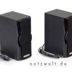 Die zwei Satelliten-Speaker bieten eine Sinus-Leistung von 22 Watt. Wer will, kann die Frontblende auch abnehmen.