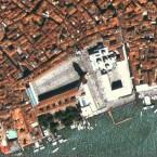 Der große Platz in Venedig an einem schönen, wasserfreien Tag.