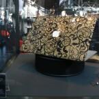 """Handarbeit, Gold und Swarovski-Steine haben ihren Preis - 26.000 Euro kostet das \""""Golden-Age\""""-Notebook."""