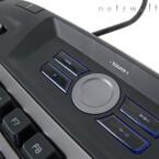 Sonst blieb glücklicherweise alles beim Alten: Zweistufige sowie abschaltbare, blaue Beleuchtung, 18 Zusatztasten mit drei Modi ergo 54 möglichen Belegungen und natürlich der Schieber zum schnellen Deaktivieren der Windows-Taste.