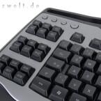 Davon abgesehen kann sie genauso viel wie ihr Vorbild und punktet mit zwei integrierten USB-Ports, verstellbarer Beleuchtung und einem regelrechten Arsenal programmierbarer Zusatztasten.